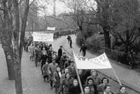 Jüdische DPs demonstrieren in der Frankfurter Innenstadt für die Auswanderung nach Palästina. (Foto: Beth Lochame Haghetaot)