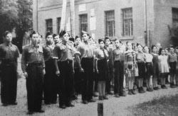 Gabersee: Parade der rechtsorientierten zionistischen Jugendbewegung Betar (Repros: nurinst-archiv)