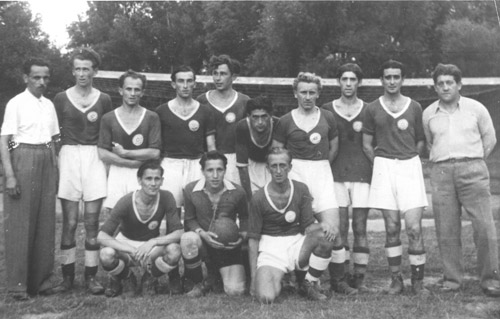Die Fußballmannschaft von Hakoah Wien 1946 (N. Lopper, stehend, 2. v. r.), Foto/Repro: Lopper/nurinst-archiv
