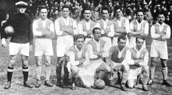 Fußballmannschaft von Hakoah Wien im Stadion Polo Ground, New York, Mai 1926 (Foto/Repro: Selinko/nurinst-archiv)
